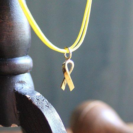 Joia Solidària colgante cordón amarillo