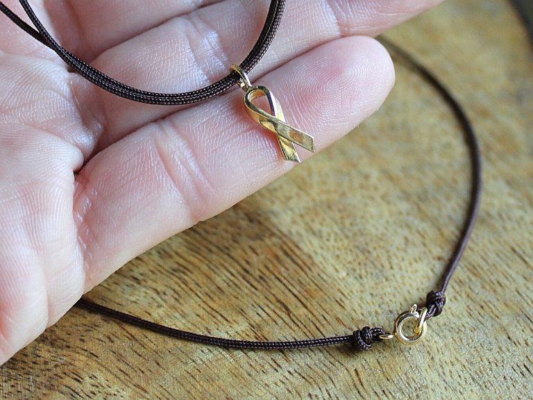 Joia Solidària colgante cordón marrón